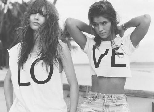 beach-black-and-white-friends-girls-hair-Favim.com-205148_large