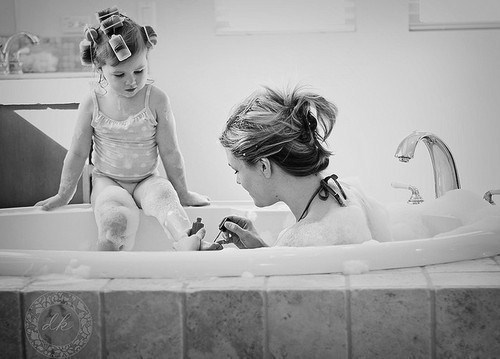 -black-and-white-cute-kid-mother-and-daughter-Favim.com-214848